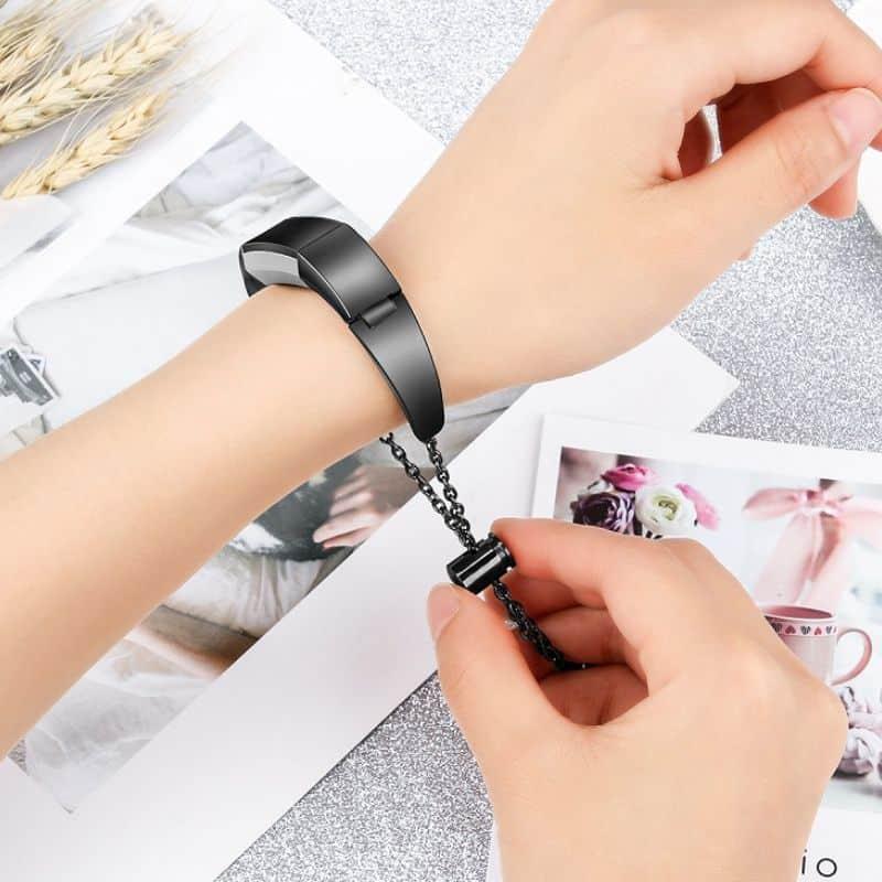 Fitbit bandje alta zwart hanger - Fitbitbandje.nl